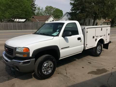2003 GMC Sierra 2500HD for sale at MOES AUTO SALES in Spiceland IN