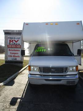 2004 Forest River Sunseeker LE 2600 Slide for sale at R & G RV's in Ravenna OH