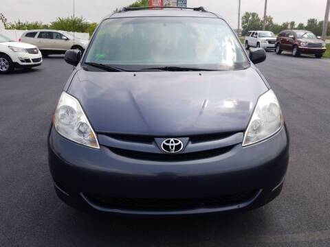 2006 Toyota Sienna for sale at Caps Cars Of Taylorville in Taylorville IL