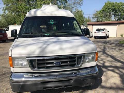 2005 Ford E-Series Chassis for sale at Midland Commercial. Chicago Cargo Vans & Truck in Bridgeview IL