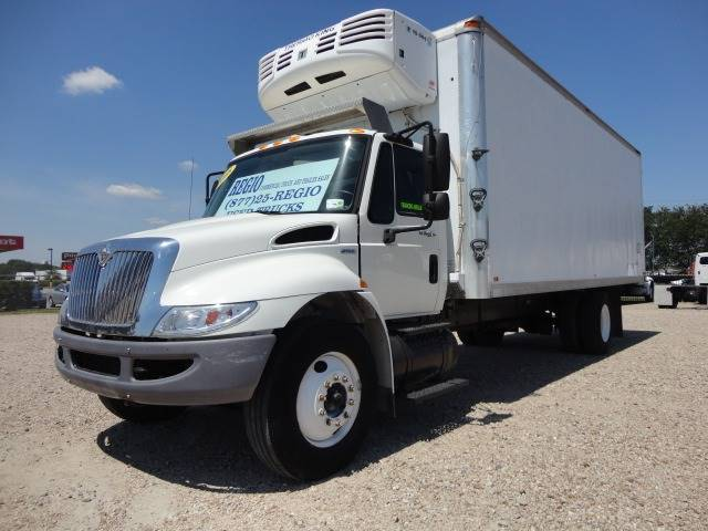 2008 International 4300 SBA 4X2 (image 1)