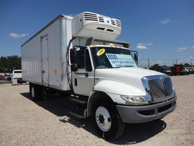 2008 International 4300 SBA 4X2 (image 3)
