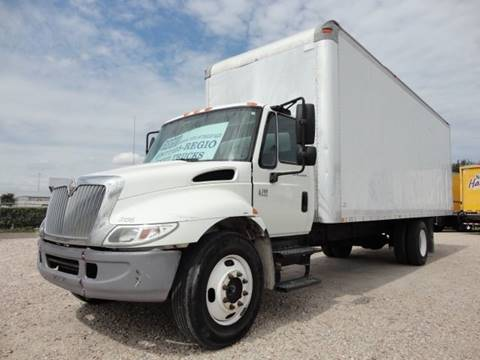 2005 International 4300 SBA 4X2