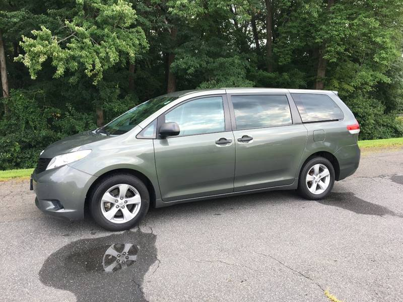 2013 toyota sienna l 7 passenger in agawam ma chris auto south rh chrisautosouth com 2014 toyota corolla user manual 2014 Toyota Sienna