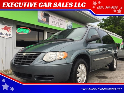 2006 Chrysler Town and Country for sale at EXECUTIVE CAR SALES LLC in North Fort Myers FL