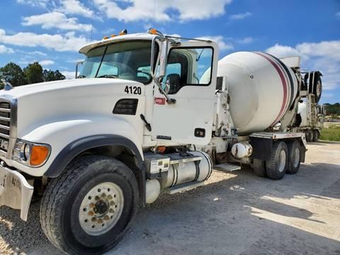 2005 Mack GRANITE CV513在弗吉尼亚州阿什兰的水泥卡车公司出售