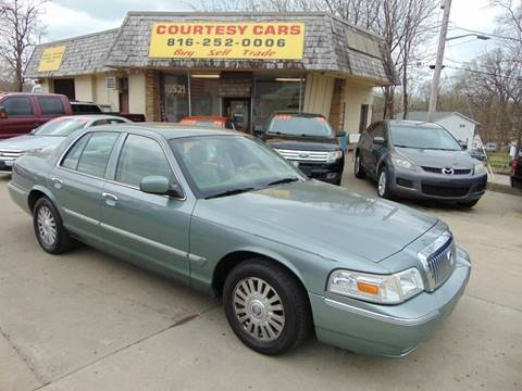 2006 Mercury Grand Marquis for sale at Courtesy Cars in Independence MO