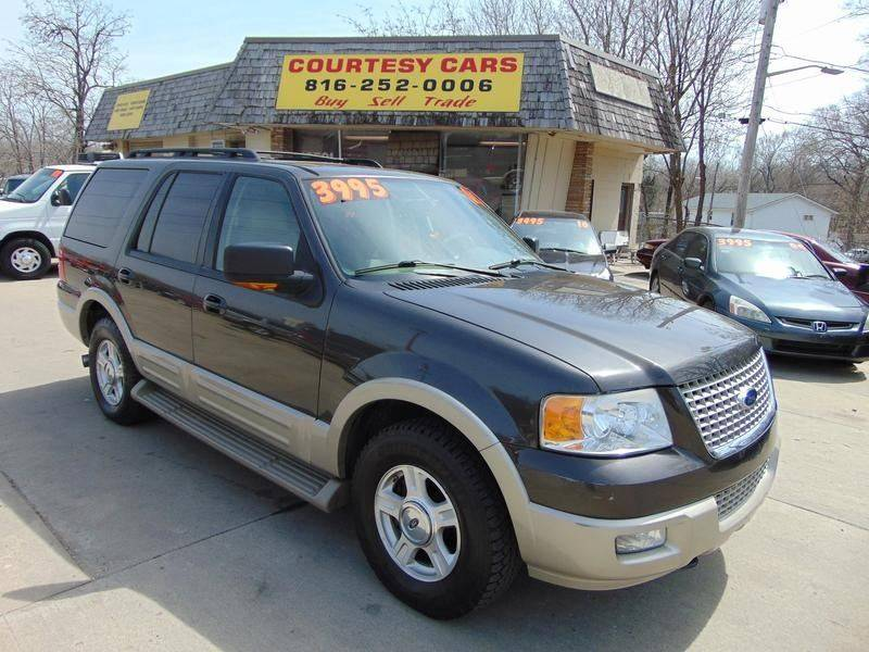 2005 Ford Expedition for sale at Courtesy Cars in Independence MO