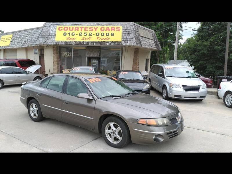 2001 Pontiac Bonneville for sale at Courtesy Cars in Independence MO