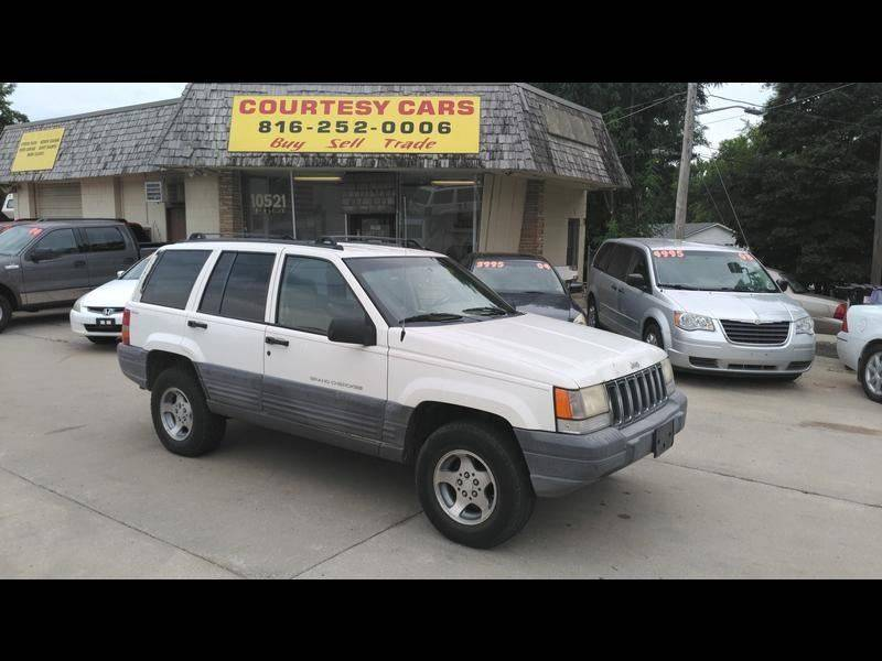 1998 Jeep Grand Cherokee for sale at Courtesy Cars in Independence MO