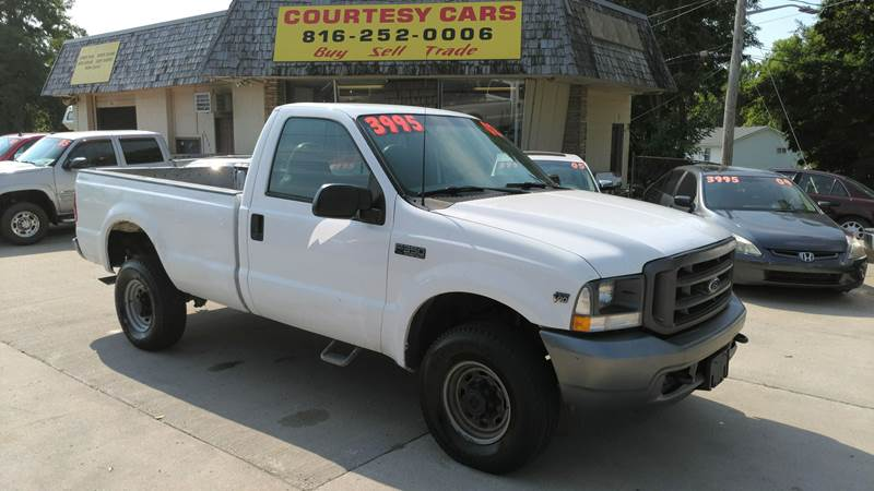 2002 Ford F-350 Super Duty for sale at Courtesy Cars in Independence MO