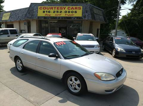 2004 Ford Taurus for sale at Courtesy Cars in Independence MO