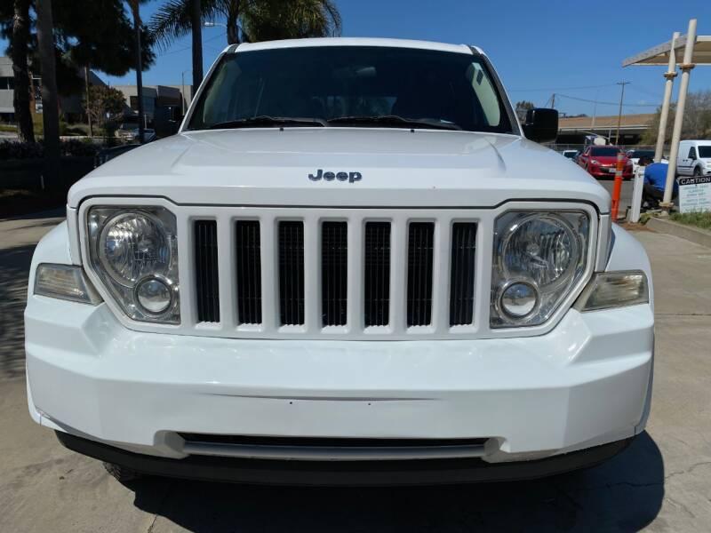 2011 Jeep Liberty Sport (image 2)