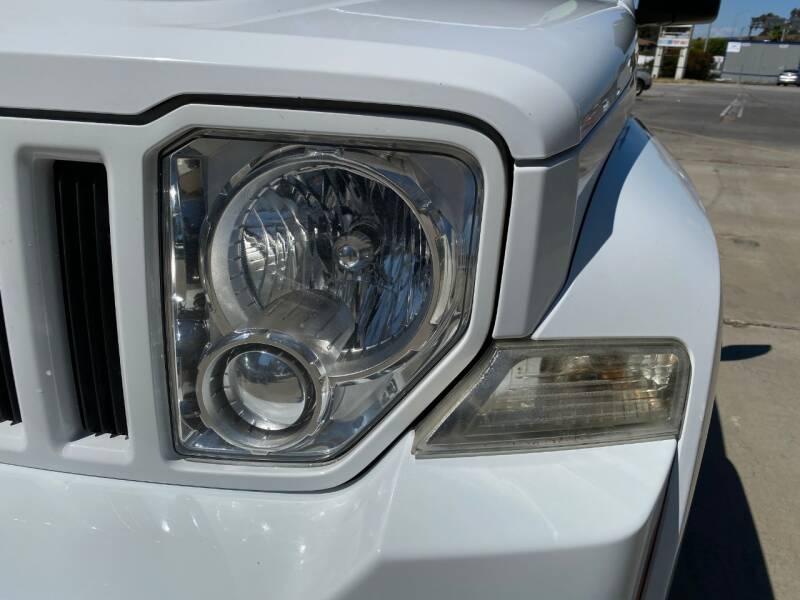 2011 Jeep Liberty Sport (image 12)