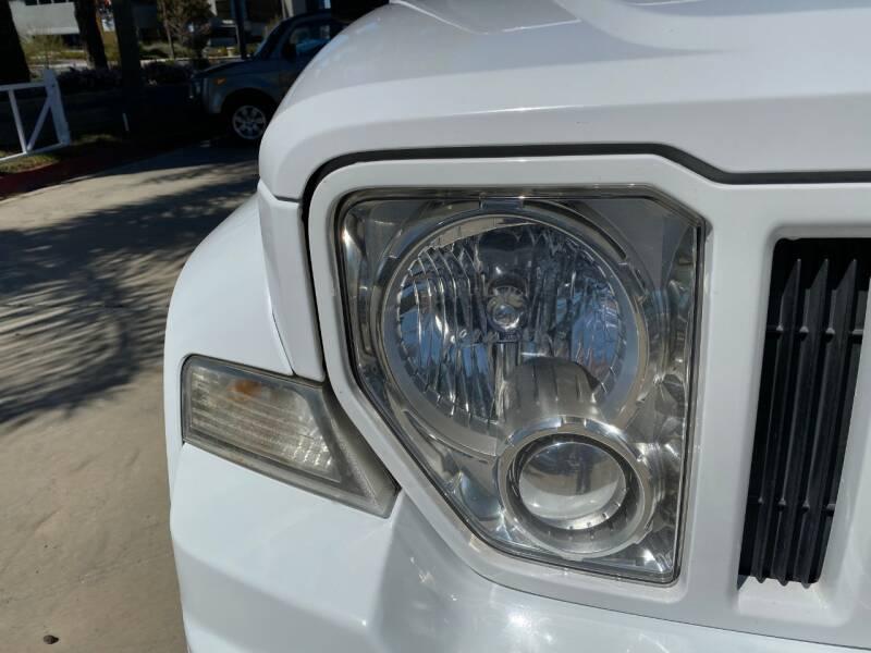 2011 Jeep Liberty Sport (image 13)