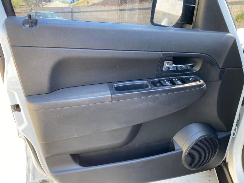 2011 Jeep Liberty Sport (image 14)