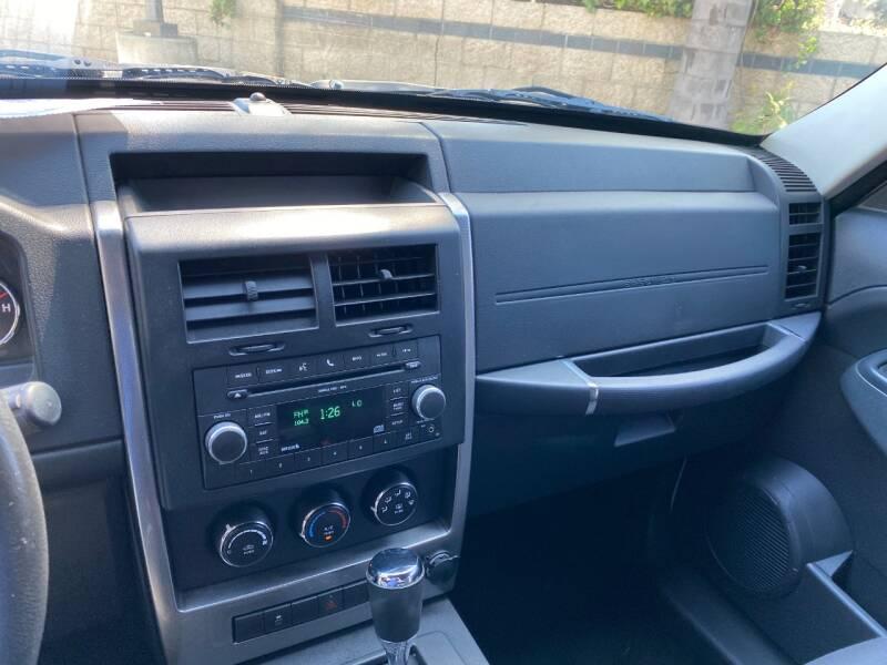 2011 Jeep Liberty Sport (image 18)