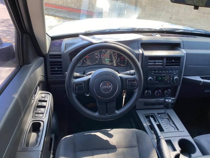 2011 Jeep Liberty Sport (image 19)