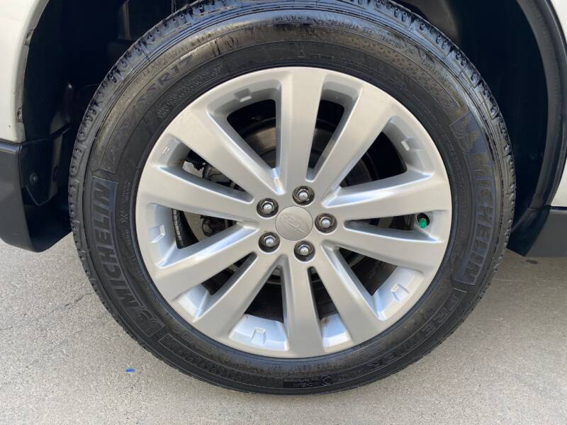 2011 Subaru Forester 2.5X Touring (image 9)