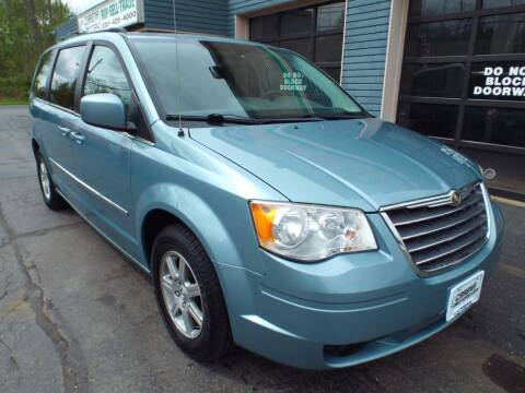2009 Chrysler Town and Country for sale at Cj king of car loans/JJ's Best Auto Sales in Troy MI