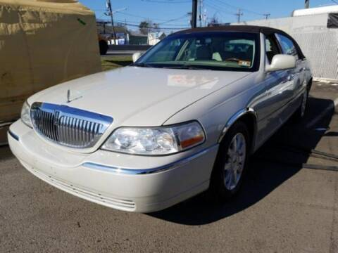 2007 Lincoln Town Car for sale at Cj king of car loans/JJ's Best Auto Sales in Troy MI