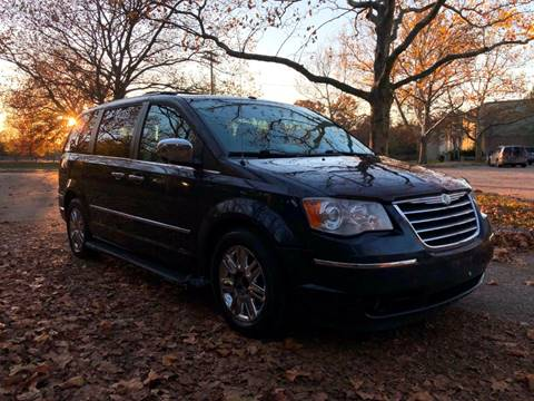 2008 Chrysler Town and Country for sale in Bridgeport, CT