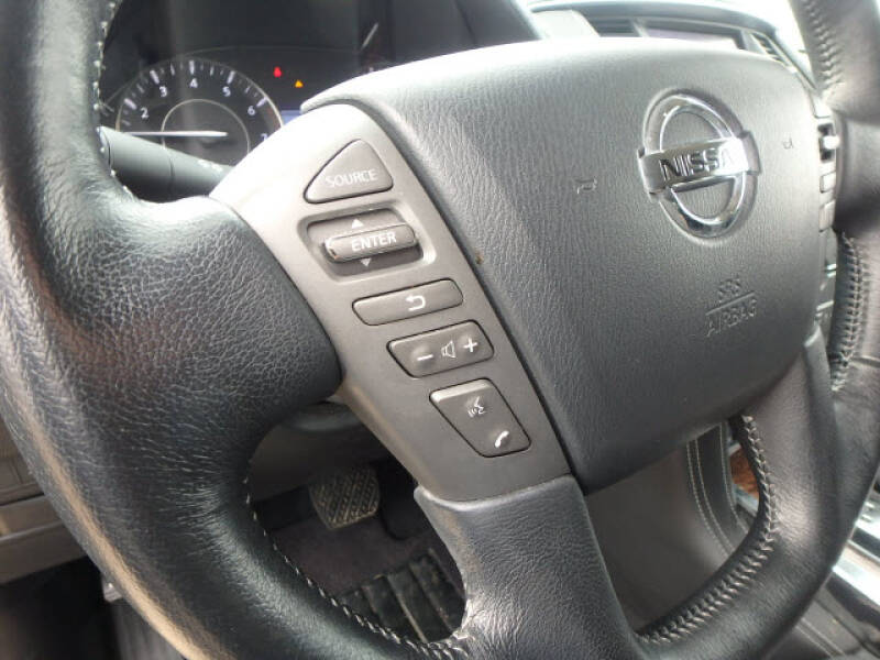 2019 Nissan Armada SV (image 14)