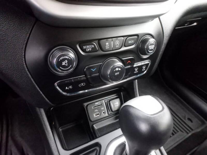 2018 Jeep Cherokee Latitude Plus (image 13)