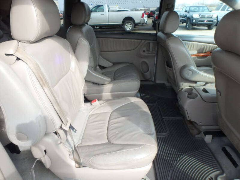 2006 Toyota Sienna XLE 7 Passenger (image 5)