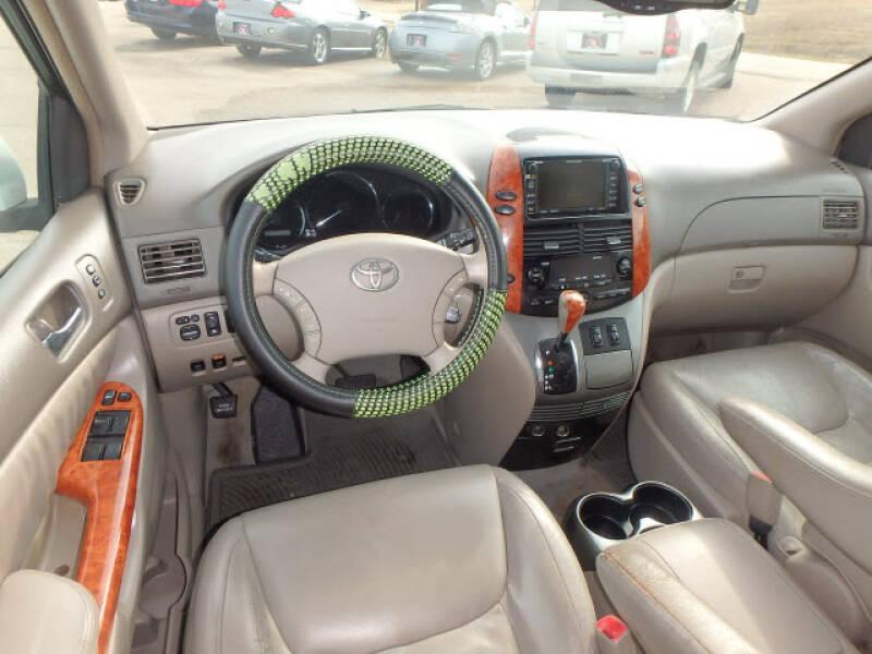 2006 Toyota Sienna XLE 7 Passenger (image 12)