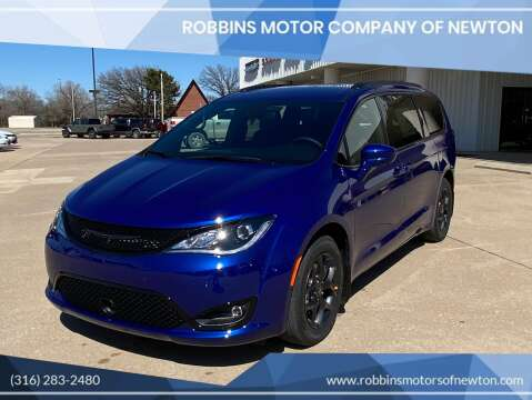 2020 Chrysler Pacifica for sale at Robbins Motor Company of Newton in Newton KS
