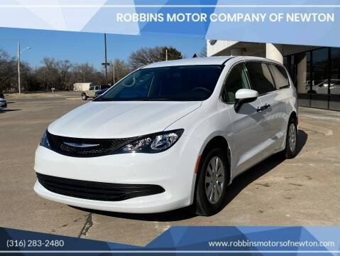 2020 Chrysler Voyager for sale at Robbins Motor Company of Newton in Newton KS