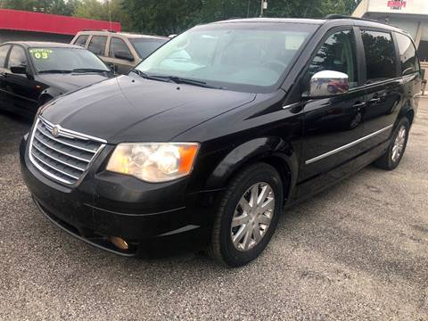 2010 Chrysler Town and Country for sale in Kansas City, MO