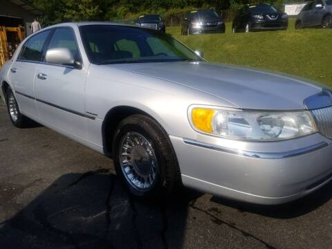 2002 Lincoln Town Car for sale at W V Auto & Powersports Sales in Cross Lanes WV