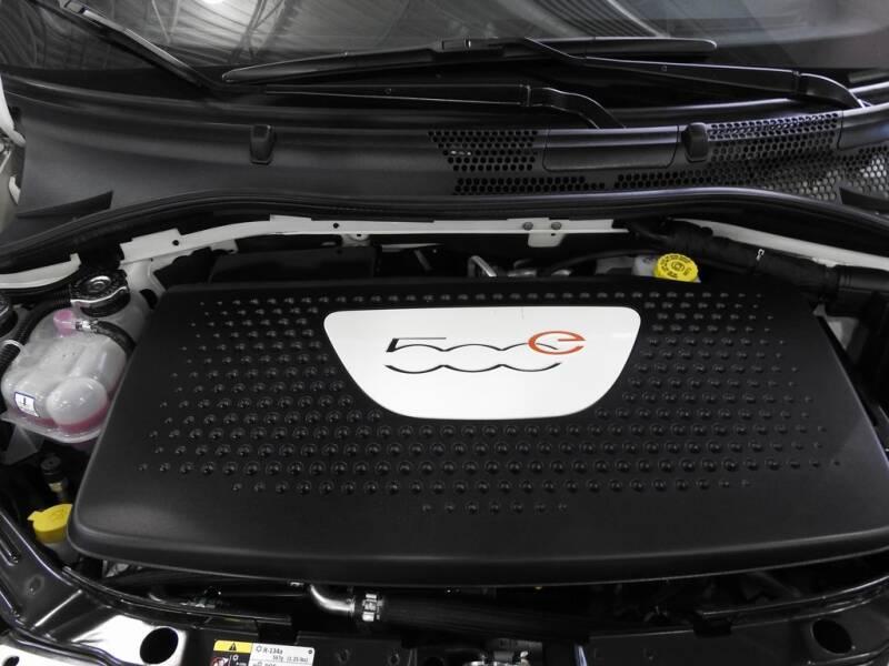 2018 FIAT 500e (image 10)