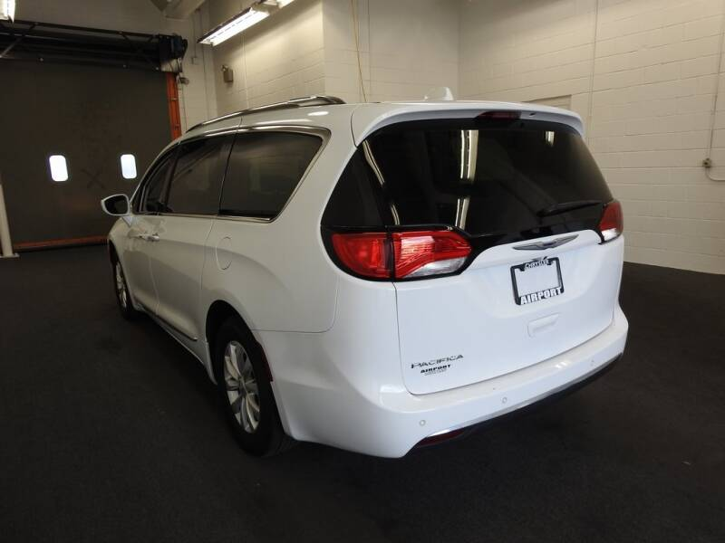2019 Chrysler Pacifica Touring L (image 7)