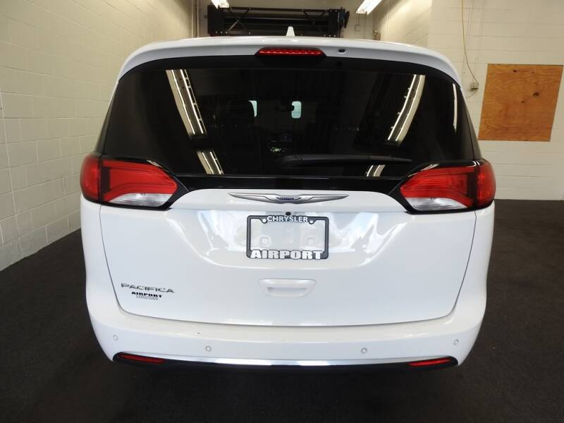 2019 Chrysler Pacifica Touring L (image 5)