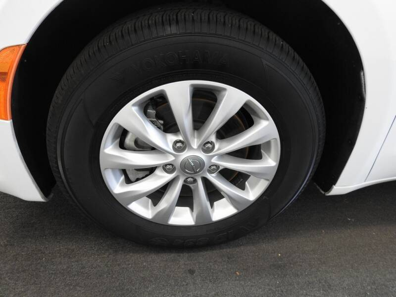 2019 Chrysler Pacifica Touring L (image 8)