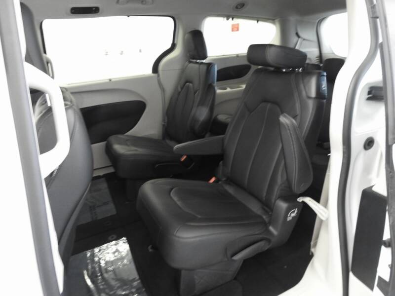 2019 Chrysler Pacifica Touring L (image 12)