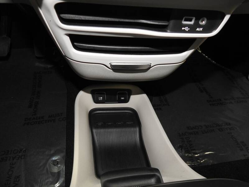 2019 Chrysler Pacifica Touring L (image 22)