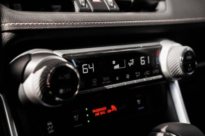 2020 Toyota RAV4 Limited (image 24)