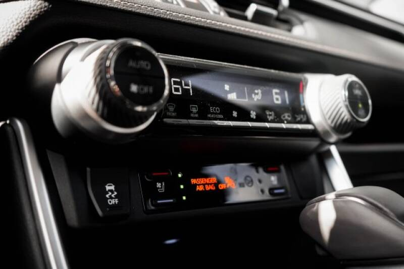 2020 Toyota RAV4 Limited (image 26)
