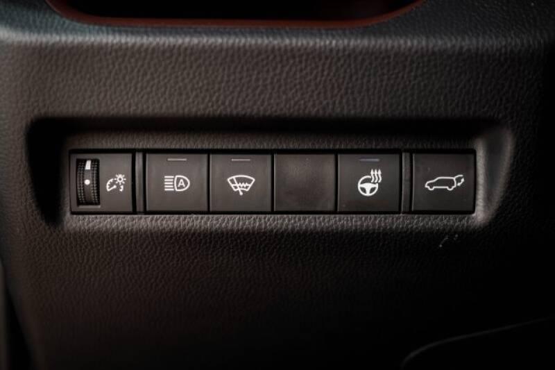2020 Toyota RAV4 Limited (image 30)