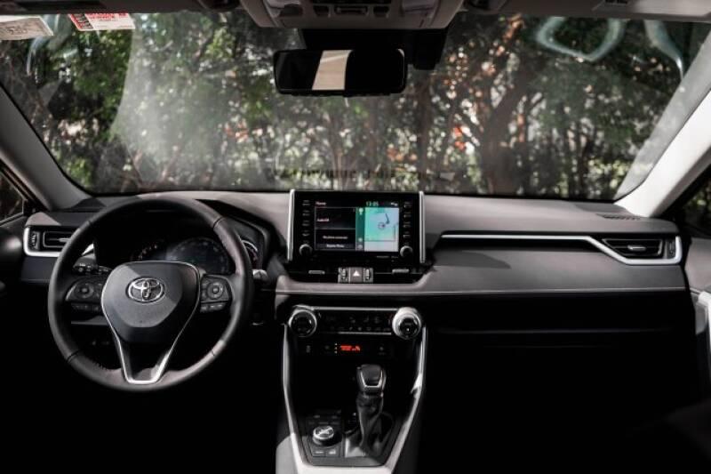 2020 Toyota RAV4 Limited (image 12)