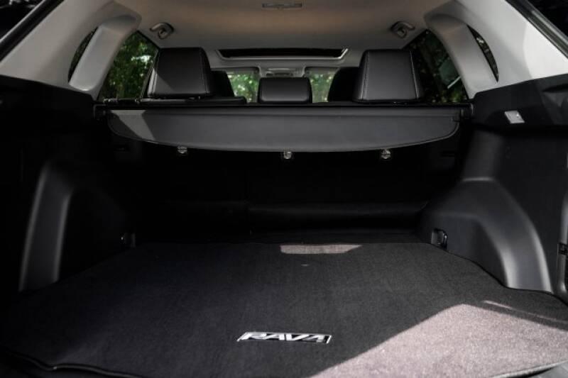 2020 Toyota RAV4 Limited (image 8)