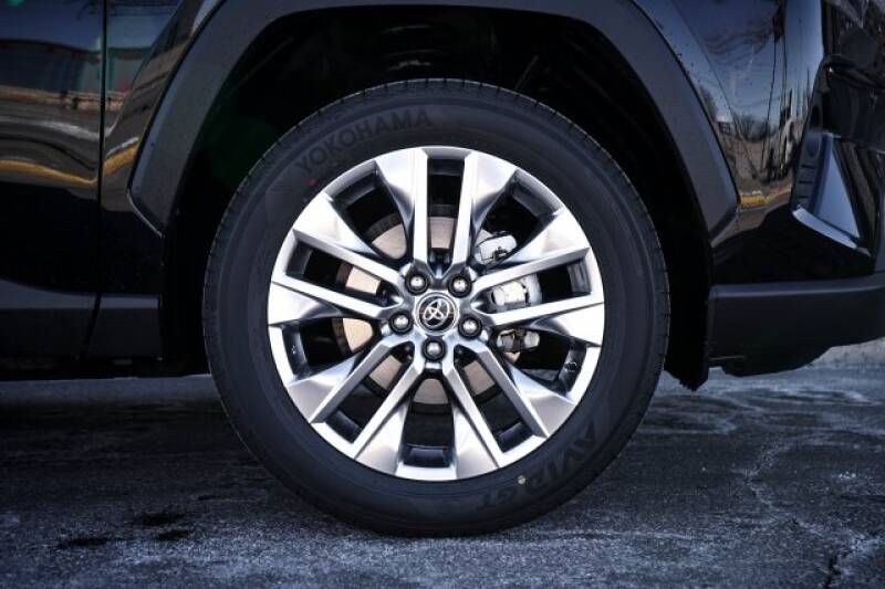 2020 Toyota RAV4 Limited (image 5)