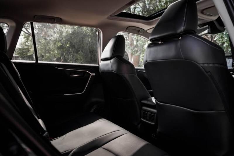 2020 Toyota RAV4 Limited (image 11)