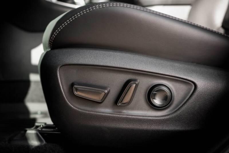 2020 Toyota RAV4 Limited (image 18)
