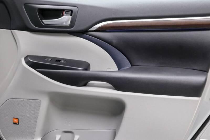 2016 Toyota Highlander Limited Platinum (image 12)