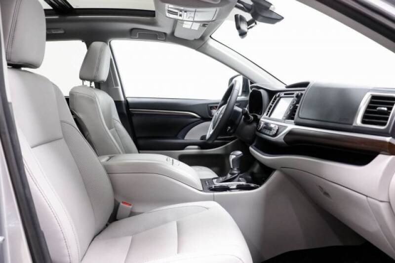 2016 Toyota Highlander Limited Platinum (image 14)